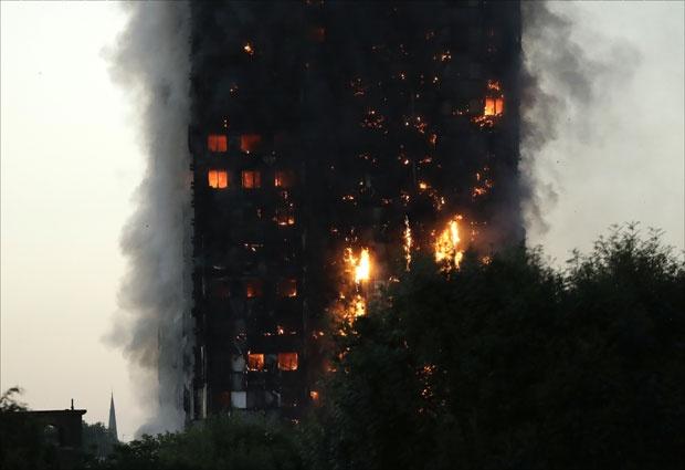 Hamond-Vlada-postovala-bezbednosne-preporuke-U-pozaru-u-neboderu-stradalo-58-ljudi