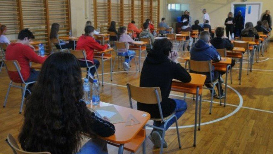 REŠILI TAČNO JEDAN OD 20 ZADATAKA IZ MATEMATIKE: Sramotni rezultati gimnazijalaca i srednjoškolaca na probnoj državnoj maturi