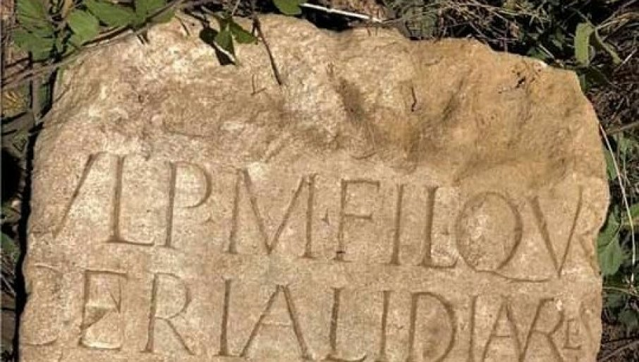 Ukraden rimski spomenik u Vinči 4765_08-spomenik-deponija-vinca-foto-b-subasic-4_f