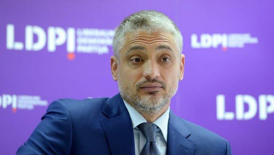 ЈОШ ЈЕДАН ИНЦИДЕНТ: Чедомир Јовановић физички насрнуо и на адвоката Физио центра, полиција на лицу места