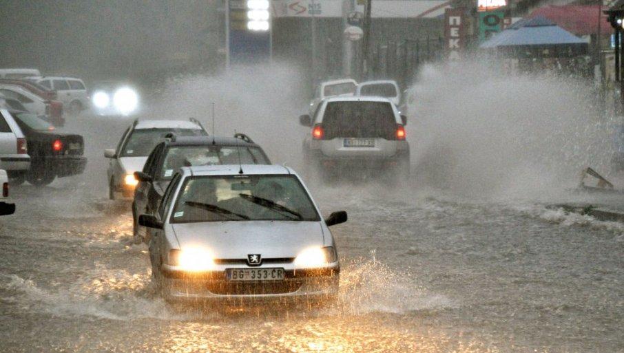 VAŽNO UPOZORENJE ZA VOZAČE: Zbog kiše klizavi kolovozi tokom noći - evo gde će biti i radova na putu