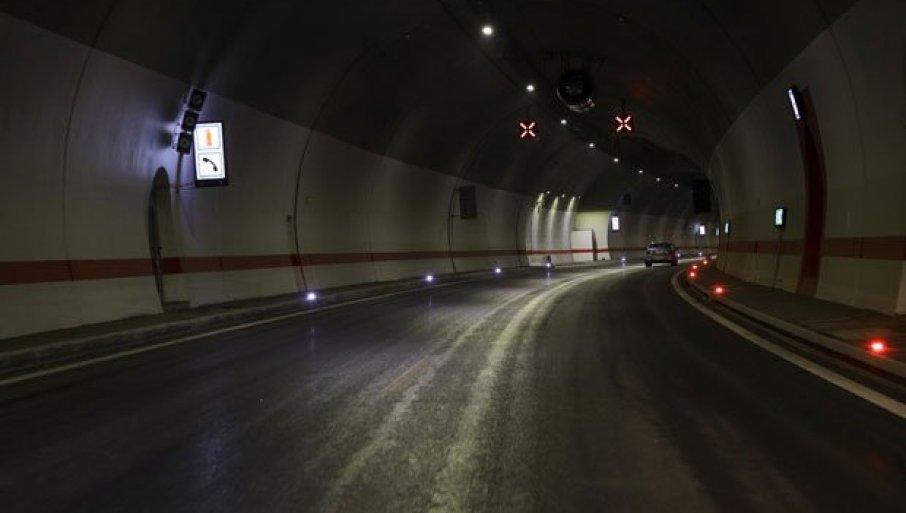 SAOBRAĆAJNA NESREĆA KOD TUNELA BRĐANI: Zatvorena preticajna traka u smeru ka Beogradu