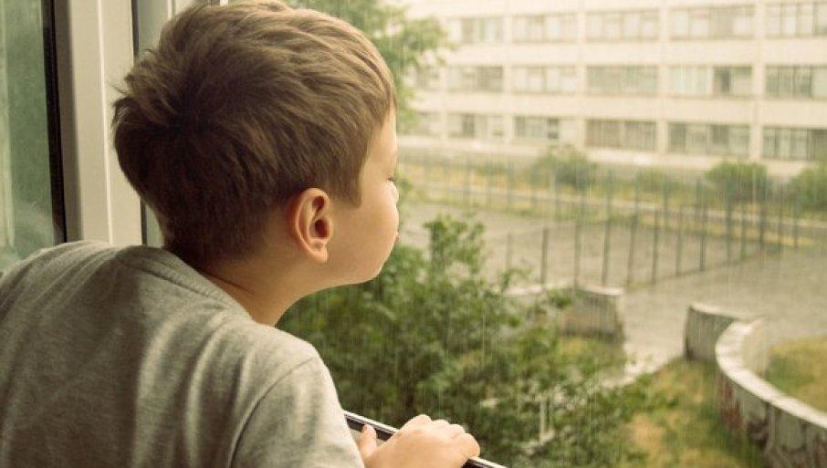 KAKVI SMO TO LJUDI POSTALI? Pozlilo dečaku koji boluje od dijabetesa, drug zatražio pomoć u prodavnici - pa dobio šamar!