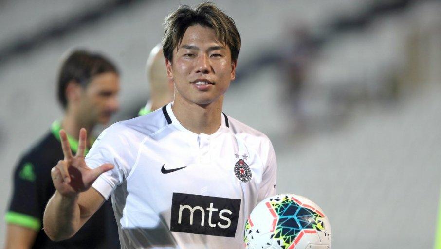 ASANO JE NAJBOLJI IGRAČ SUPER LIGE: Veliko priznanje za japanskog fudbalera (VIDEO)