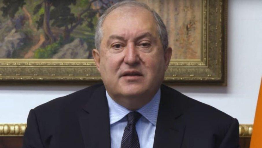 ЗАХВАЛНИ ПУТИНУ: Да није било њега, наша омладина би и данас гинула у Карабаху
