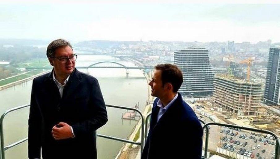 "POZDRAV SA 26. SPRATA KULE BEOGRAD: Vučić i Mali obišli ""Beograd na vodi"" (FOTO)"