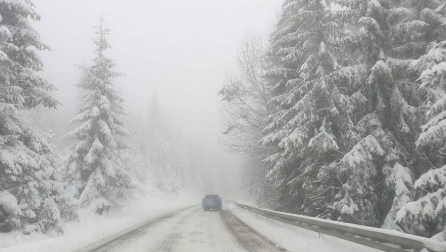 UPOZORENjE ZA VOZAČE: Zabrana za šlepere i kamione zbog snežnih padavima na nekim putevima
