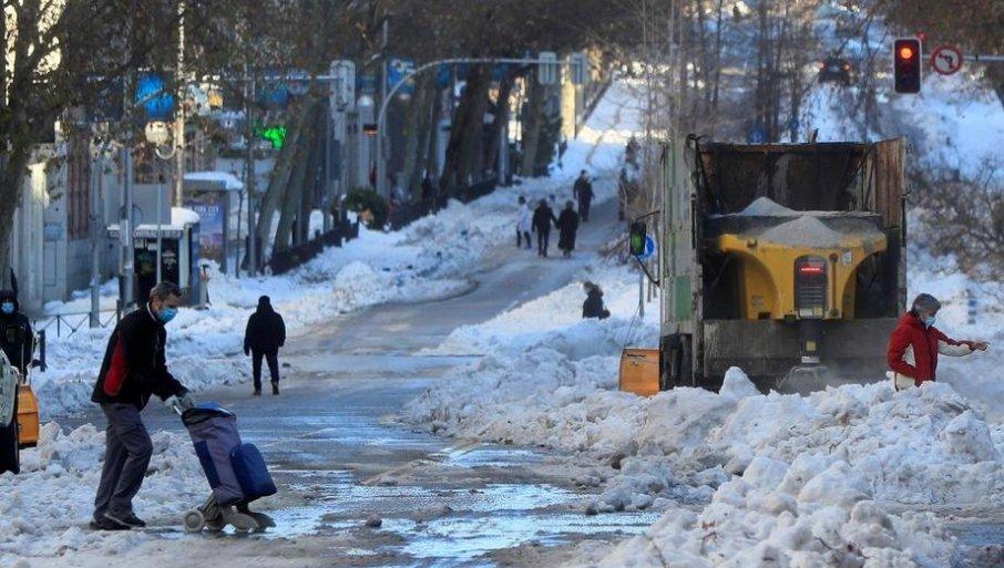 СТИЖЕ НАМ ФИЛОМЕНА: Ледена олуја из Шпаније се сели ка Балкану, на њеном путу је и Србија!