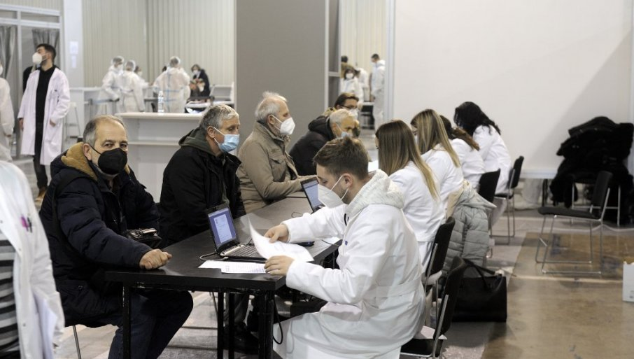 ITALIJANSKI NOVINARI ODUŠEVLJENI VAKCINACIJOM U SRBJI: Organizacija je perfektna, pre ćemo ovde primiti cepivo, nego u našoj zemlji