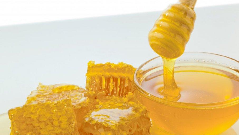 PAPRENO PLAĆAMO ŠEĆER UMESTO PČELINJEG NEKTARA: Med od maslačka uopšte ne postoji, a prodaje se u našoj zemlji