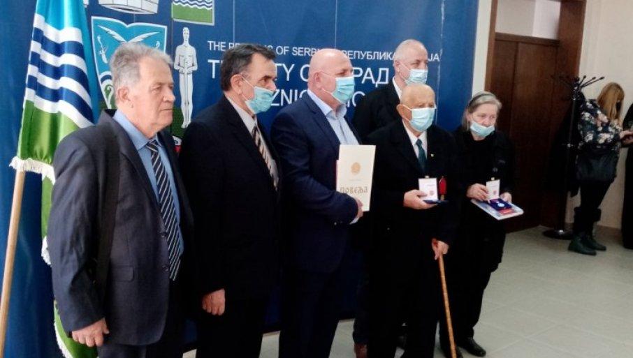 UZDARJA JADRANIMA: General Vidosav Kovačević na čelu delegacije SUBNOR-a posetio Loznicu i Tršić