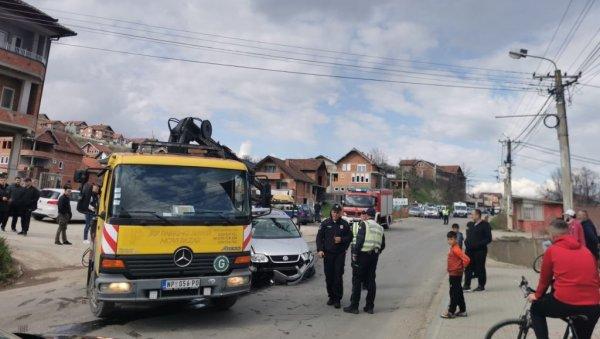 САОБРАЋАЈНА НЕСРЕЋА У НОВОМ ПАЗАРУ: Девојчицу (10) ударио ауто док је ходала тротоаром, дете добило тешке телесне повреде