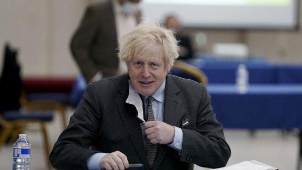 EL NÚMERO DE JOHNSON SE PUBLICÓ PÚBLICAMENTE HACE 15 AÑOS: ¡El primer ministro británico, a pesar de eso, todavía lo usa!