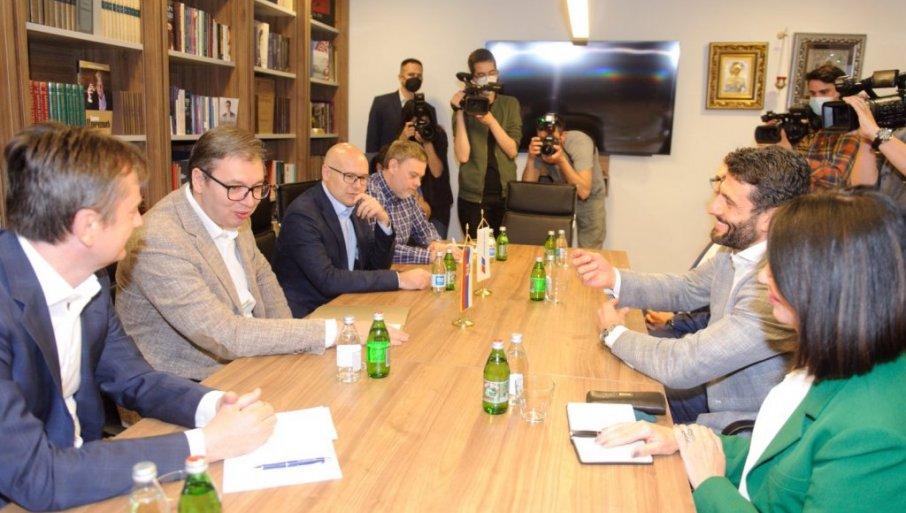 ZAVRŠEN SASTANAK VUČIĆA I ŠAPIĆA: Ujedinjenje SNS i SPAS-a do kraja maja