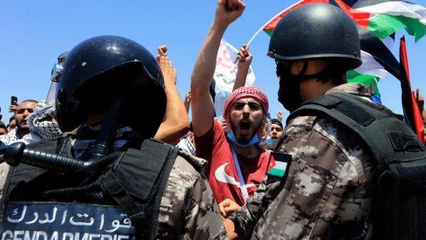 LÍBANO Y JORDANIA EN SUS PIES: Ciudadanos rumbo a Palestina, feroces enfrentamientos en Cisjordania (FOTO / VIDEO)