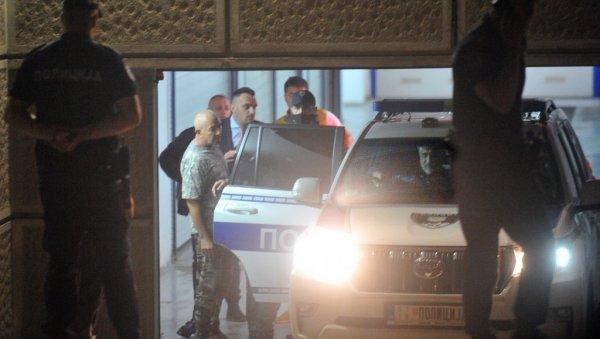 ČEDOMIR JOVANOVIĆ DIVLJAO, ODVEZLA GA POLICIJA: Interventna ga ispitivala,  demolirao lokal brze hrane (FOTO) | Novosti.RS