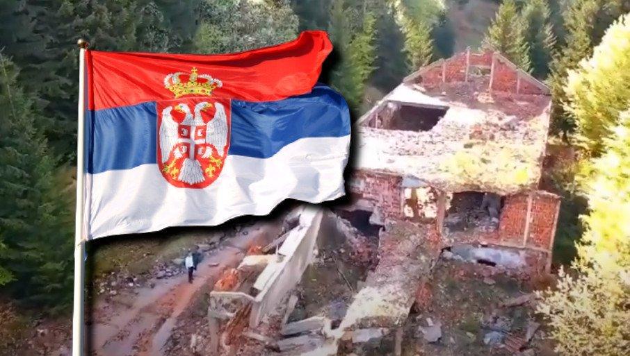 """NISAM OSTAVIO TROBOJKU NA KOŠARAMA: Oglasio se mladić koji je srpsku zastavu doneo na čuvenu karaulu - """"Poneo sam jednu njihovu"""" (FOTO)"""