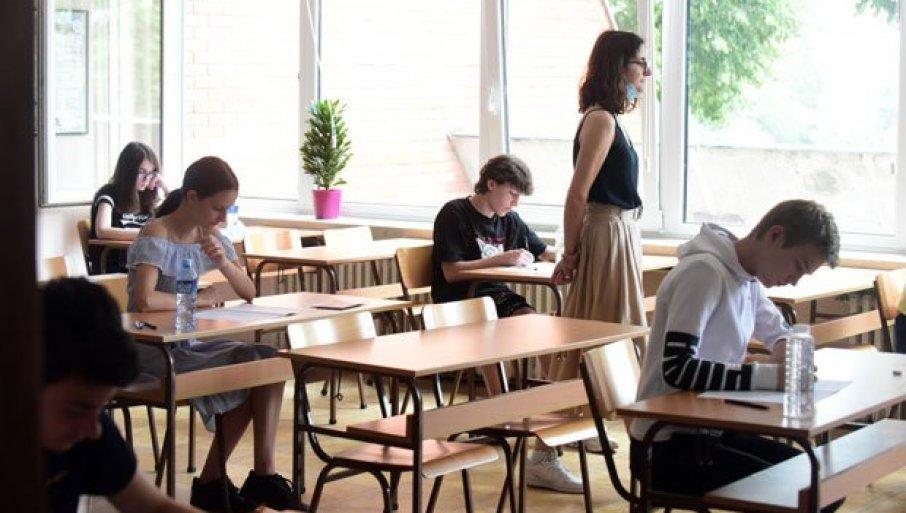 """ĐACI PLATILI """"IGRANJE"""" LISTOM ŽELJA: Umesto da bude smanjen, prag znanja za upis u srednje škole drastično podignut, čak i za 30 bodova"""