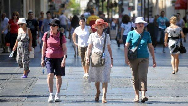 СТИЖЕ НОВА ПОМОЋ ЗА НАЈСТАРИЈЕ: Од почетка до краја 2021. на пензионерске рачуне лећи ће укупно 130 евра и 3.000 динара