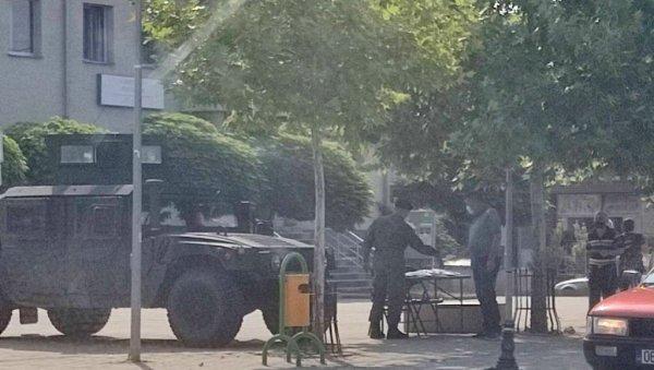 ОКЛОПНИМ ВОЗИЛИМА УЗНЕМИРАВАЛИ СРБЕ НА КиМ - Упозорење: Такозване Косовске безбедносне снаге упале у српске средине