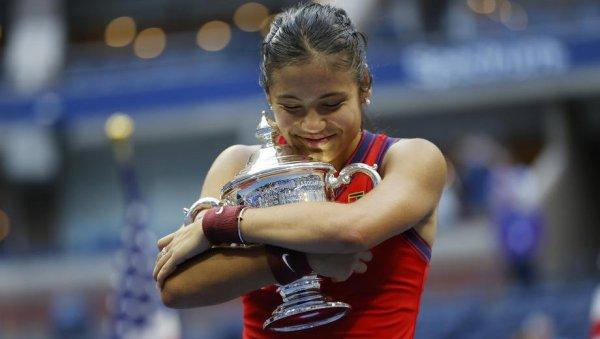 ТЕНИСКА ИСТОРИЈА СЕ ПИШЕ У ЊУЈОРКУ: Ема Радукану освојила Ју-Ес опен и оборила бројне рекорде (ФОТО/ВИДЕО)
