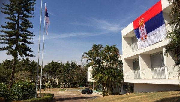 LA TROIPOLOGÍA VUELA POR TODO EL MUNDO: Embajadas, consulados y misiones de Serbia en todo el mundo con el signo de nuestra bandera (FOTO)