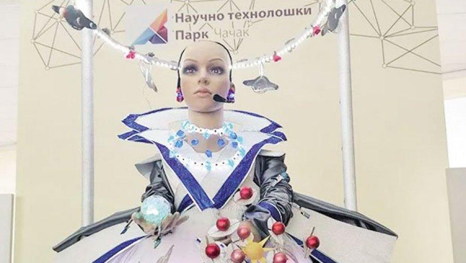 """U """"HELGU"""" ULAŽU I IZ SINGAPURA: Pametni robot kojeg je stvorila profesorka iz Ivanjice sa đacima zainteresovao investitore širom sveta"""