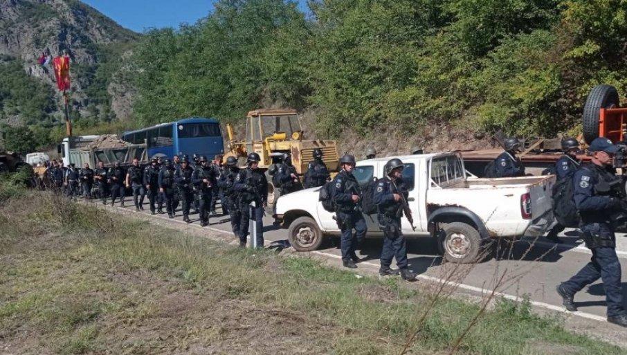 SMENA SPECIJALACA NA JARINJU: Srbi i dalje na barikadama, ne nameravaju da odustanu (FOTO/VIDEO)