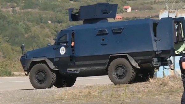 ΔΡΑΜΑΤΙΚΗ ΣΚΗΝΗ ΣΤΟ JARINJE: Οι Αλβανοί έφεραν θωρακισμένο όχημα με πολυβόλο, οπλισμένο στα δόντια!  (ΦΩΤΟΓΡΑΦΙΑ)