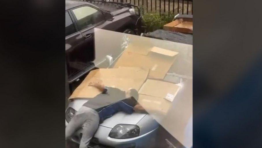 """TELOM BRANIO AUTO OD GRADA: Da li je ovaj vlasnik """"tojote"""" fanatik, ili čuvar imovine? (FOTO)"""