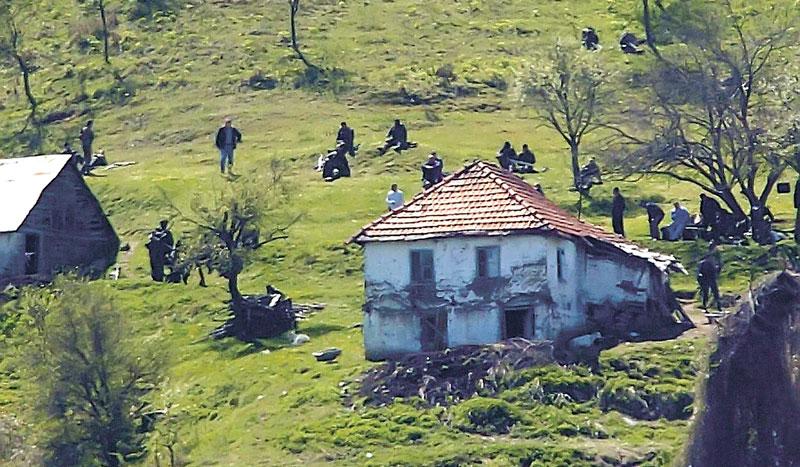 Policija je razbila terorističku grupu u Donjoj Trnavi aprila 2007. godine