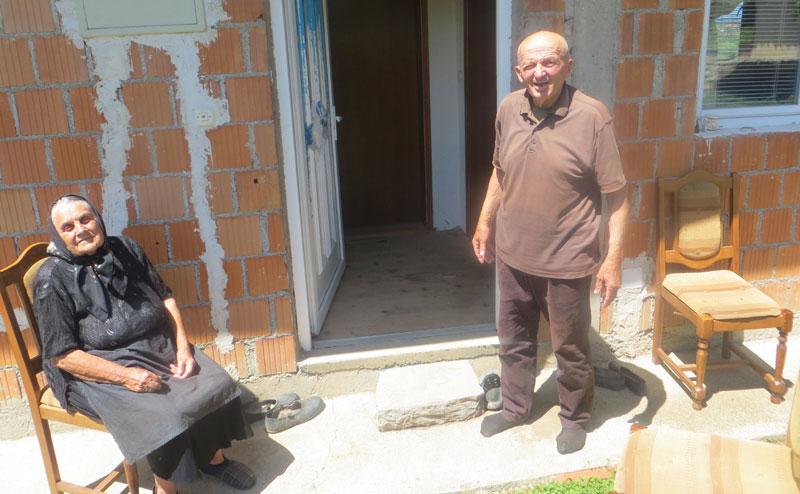 Смиљка и Ђорђе Шмигић из Дрсника, некада водећи домаћини у селу