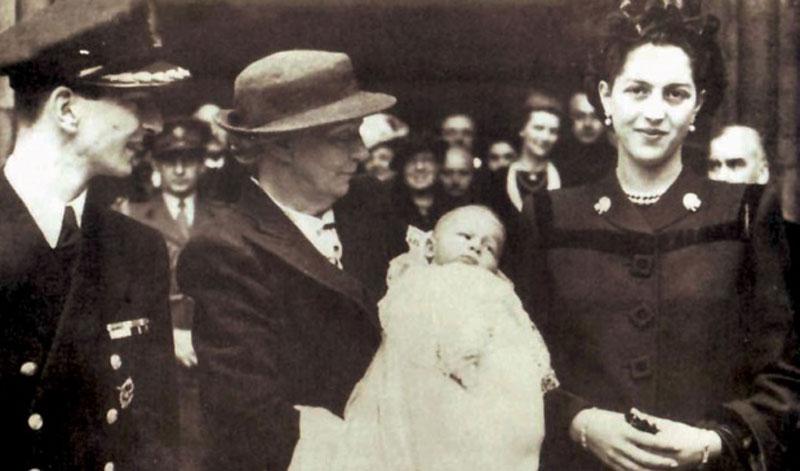 Краљ Петар, краљица Александра, краљица Марија и престолонаследник Александар, 1945. године у Лондону
