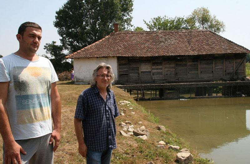 Горан Илић и Милутин Ранковић код воденице