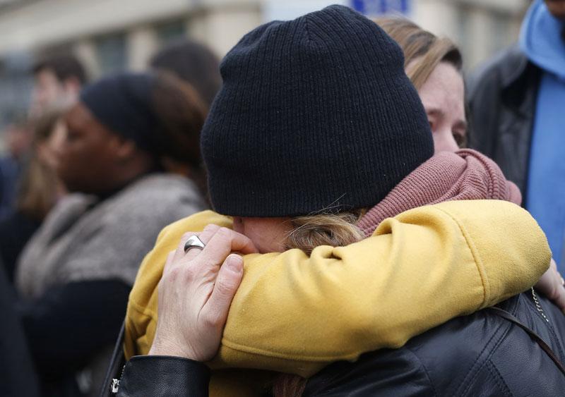Париз у шоку после серије напада