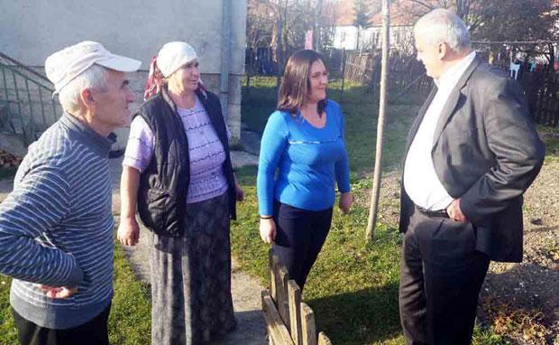 Јасмина са послаником Муковићем и родитељима