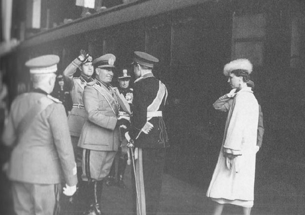 Бенито Мусолини поздравља кнеза Павла и кнегињу Олгу