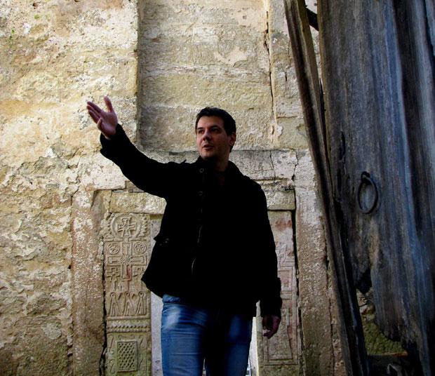 Запуштена задужбина деспота Стефана: Молитве у корову (фото)