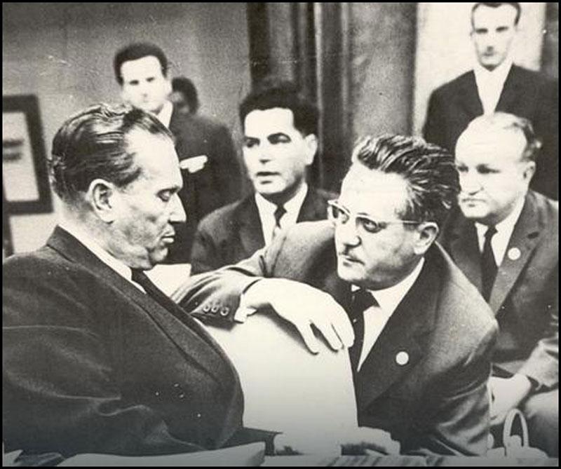 Тито и Едвард Кардељ, у позадини Вељко Влаховић и Владимир Бакарић
