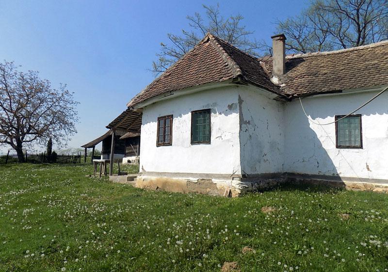 Главна кућа и кућа сеперуша, качара и амбар