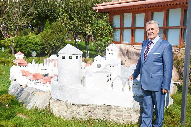 Макета завичаја у породичном врту Хаџифејзовића у Турској