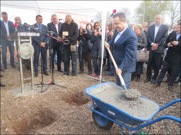 Kamen Temeljac Za Izbeglicku Zgradu U Paracinu Srbija Novosti Rs