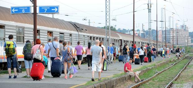 Iz Železnica ide još 2.500 radnika
