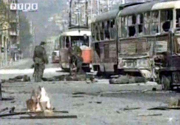 Напад на колону ЈНА у Добровољачкој улици / Фото Принтскрин