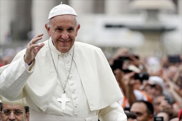 """Vatikan predstavio """"eBrojanicu"""" - najnoviji gedžet za vernike"""