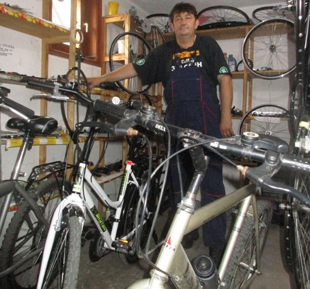 GORNjI MILANOVAC: Svaki bicikl pravi unikat | Srbija