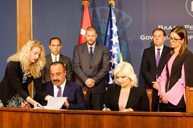 Paraf na Okvirni sporazum za auto-put Beograd - Sarajevo