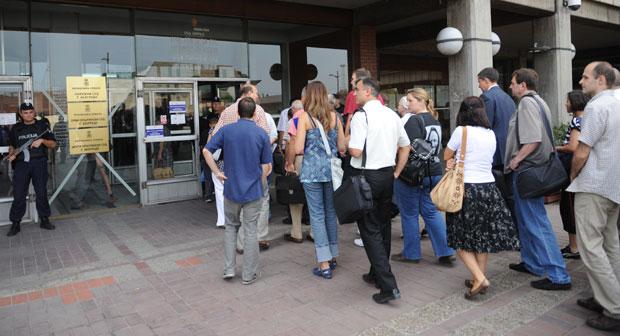 ODELO IPAK ČINI ČOVEKA: Koliko se u Srbiji poštuje dres-kod u državnim institucijama