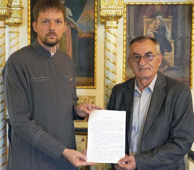 СВЕДОЧАНСТВО Свештеник Поповић и генерал Нинковић / Фото М. Лабудовић