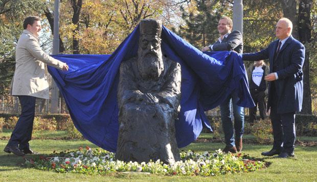 Otkriven Spomenik Voljenom Poglavaru Patrijarh Pavle Nas Je Sve